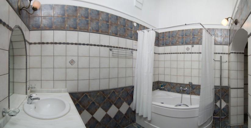 17BELMONDO HOTEL ROOMWC2