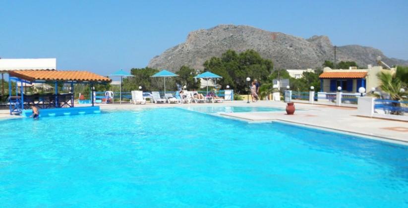 chania-hotels-pool-02